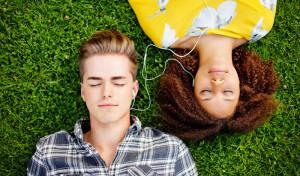 uomini-donne-ascolto-musica[1] (1)